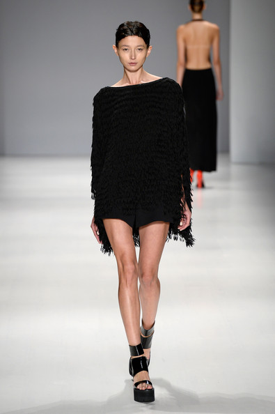 Taoray+Wang+Runway+Mercedes+Benz+Fashion+Week+lvFnm-F2ch3l