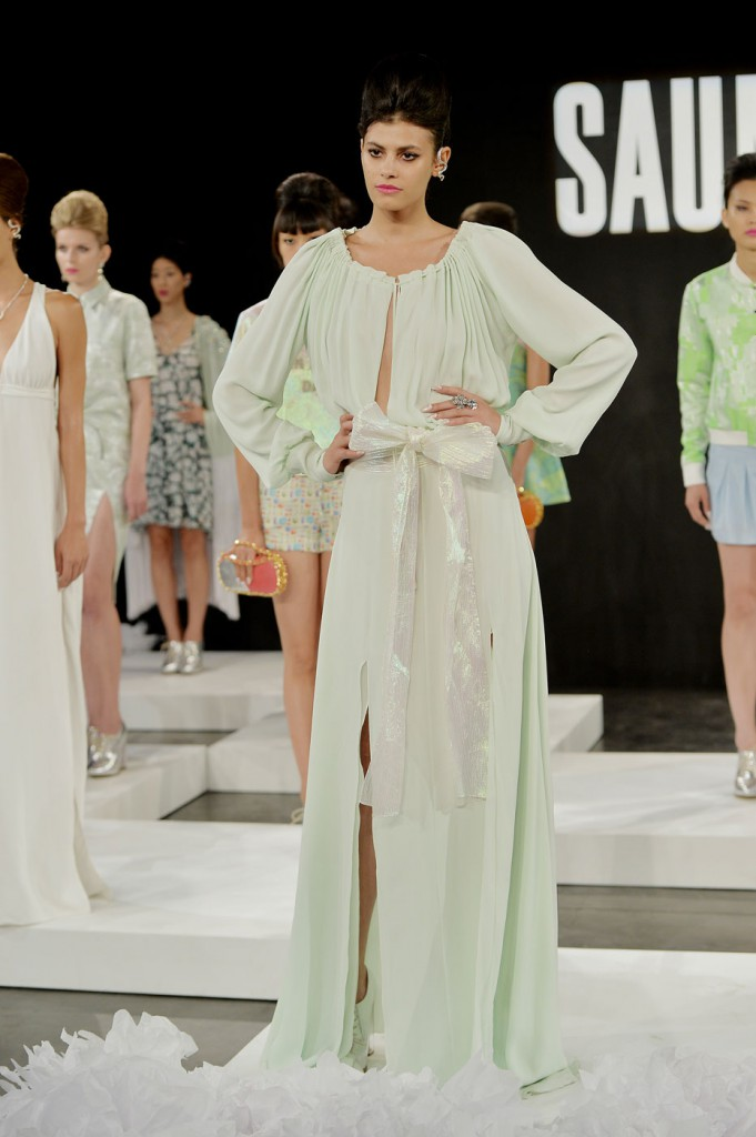 saunder-fashion-show-spring-2015-the-impression-019-681x1024