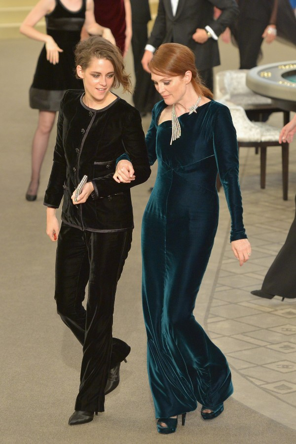 Kristen-Stewart-Julianne-Moore-Dressed-Up-Occasion