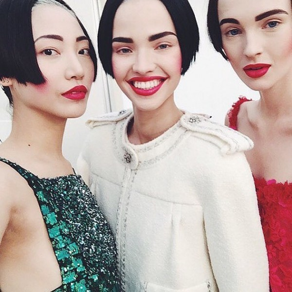 Models-Sported-Identical-20s-Inspired-Hair-Makeup